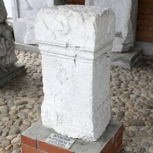 Roman stone altar of the Aurelius Dasianus